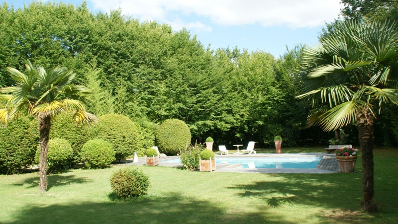 A vendre grande villa familiale avec piscine sur un tr s for Villa avec jardin et piscine