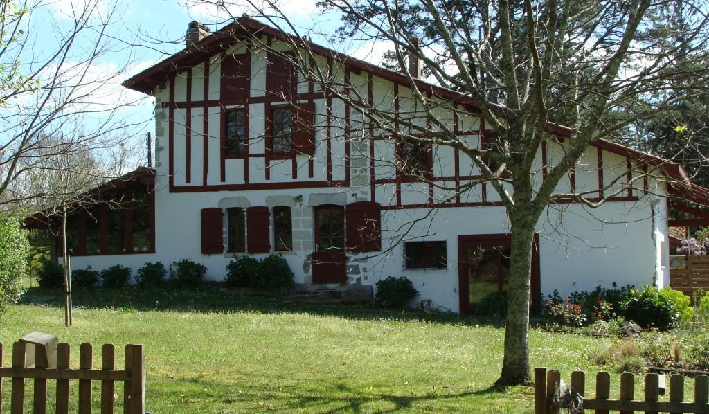 Annonce Ref 371 Maison / Villa : ANGLET Belle restauration d'une ferme du X V Pays Basque à vendre