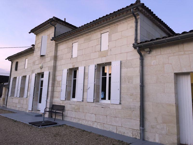 Très bel outil de production proche de Bordeaux et Libourne