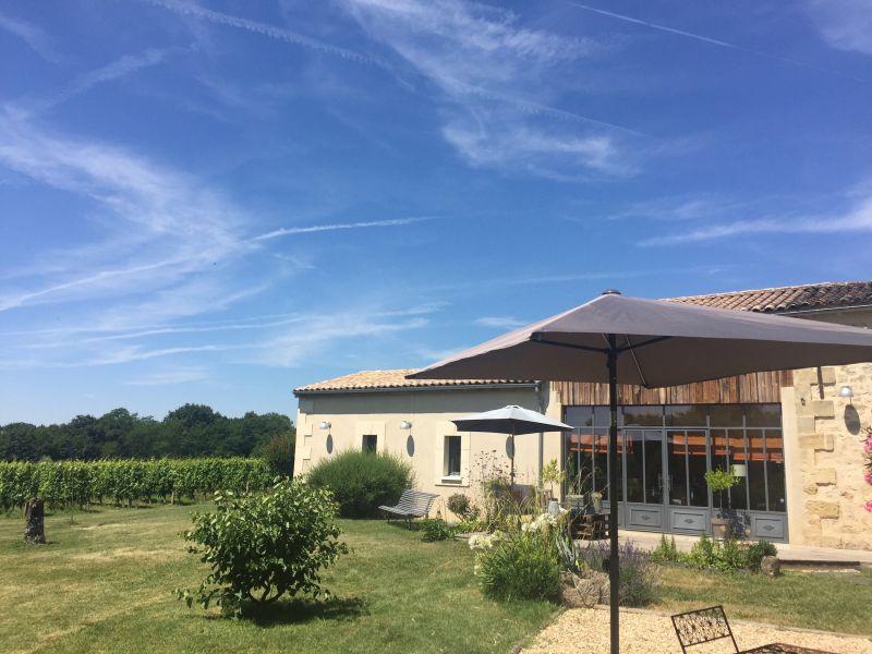 Proche de Castillon, propriété viticole de charme, 15 hectares, en parfait état.