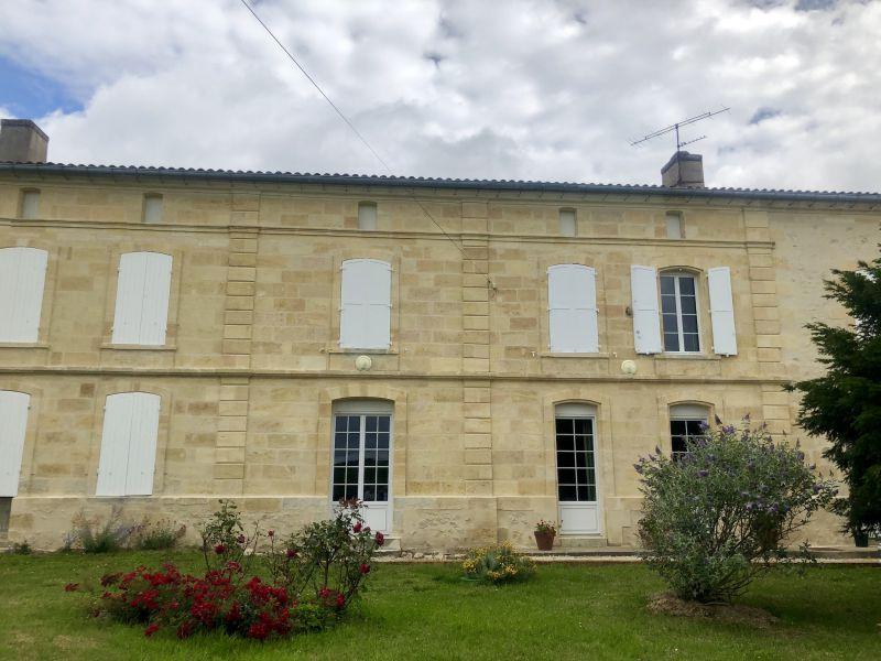 AOC Côtes de Bourg, domaine clé en main 24 ha