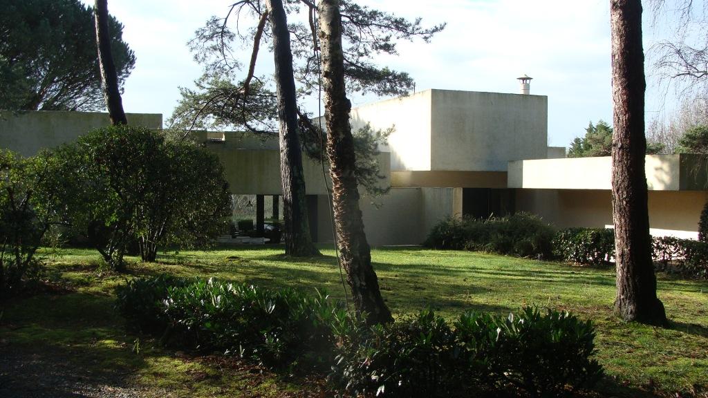 a vendre maison d 39 architecte bayonne vue montagne ref ip pb 261 pays basque immobilier luxe. Black Bedroom Furniture Sets. Home Design Ideas