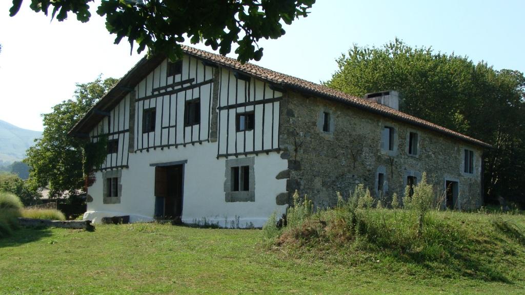 maison a renover pays basque interieur ventana blog. Black Bedroom Furniture Sets. Home Design Ideas