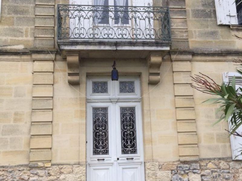 Propriété de 13ha, proche de Saint Emilion. Jolie maison de maître.