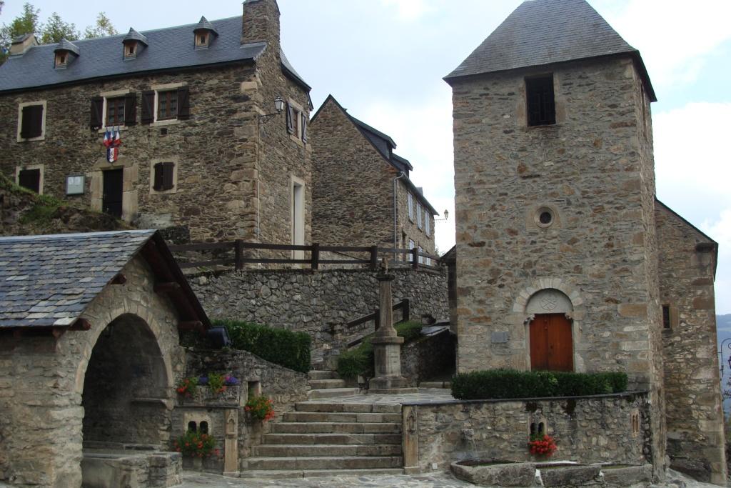 Saint Lary : Village de Soulan superbe grange